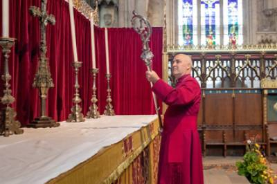 98th Archbishop of York takes his Crozier